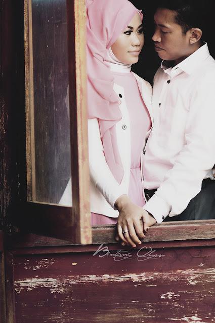 konsep foto prewedding hijab outdoor vintage retro