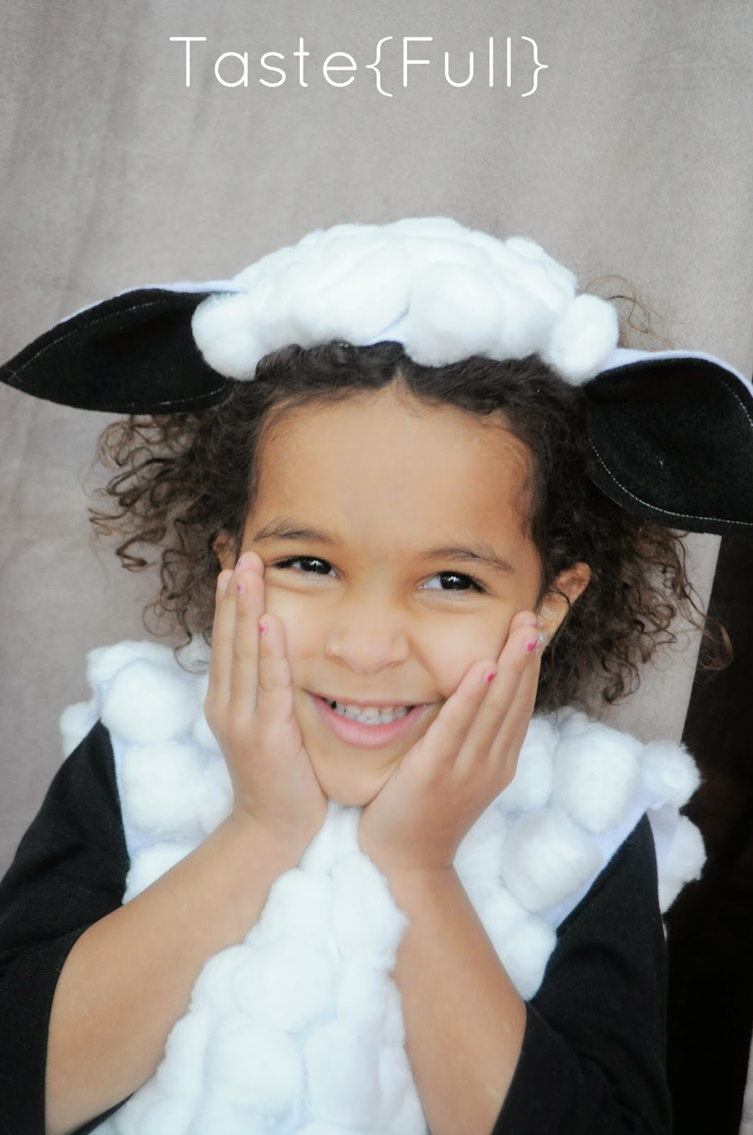 Diy sheep and cow costumes for my churchs christmas recital when my churchs youth director asked for help making diy sheep and cow costumes for the christmas recital i didnt hesitate i love using my diy skills solutioingenieria Image collections