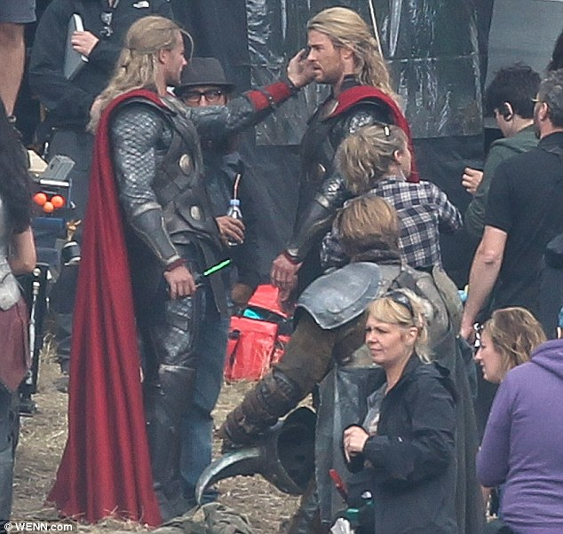 Chris Hemsworth en el rodaje de Thor: The Dark World