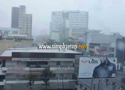 Dan Hujan pun turun dengan derasnya.  Foto Asep Haryono/www.simplyasep.com