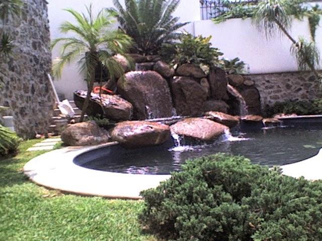 Piscinas lindas y modernas en fotos ambientaci n de la for Ideas de piscinas con cascadas