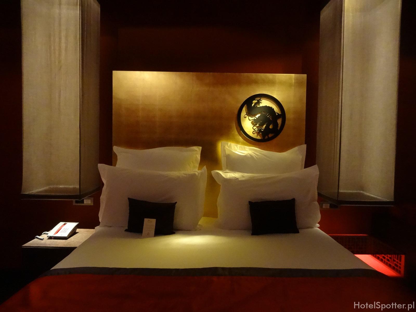 Buddha-Bar Hotel Budapest bed