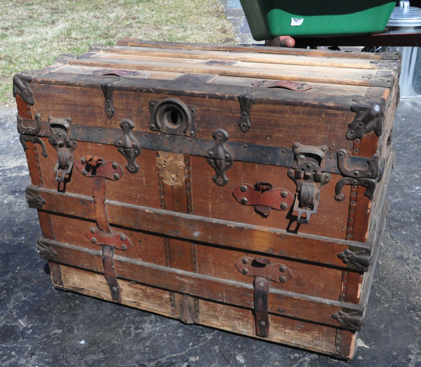 dating steamer trunks History of antique trunks illustrated in photographs, paintings and prints, antique steamer trunk postcards and other ephemera.