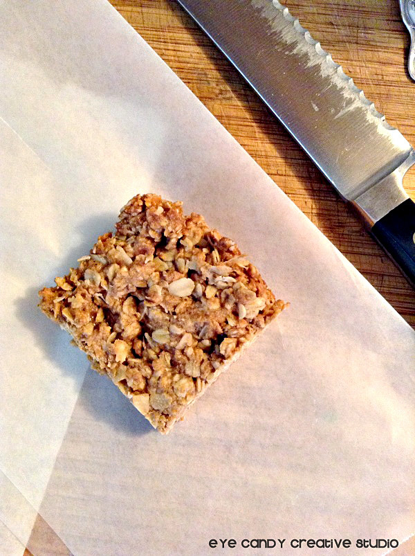 ingredients needed to make peanut butter granola bars, snack, lunchbox