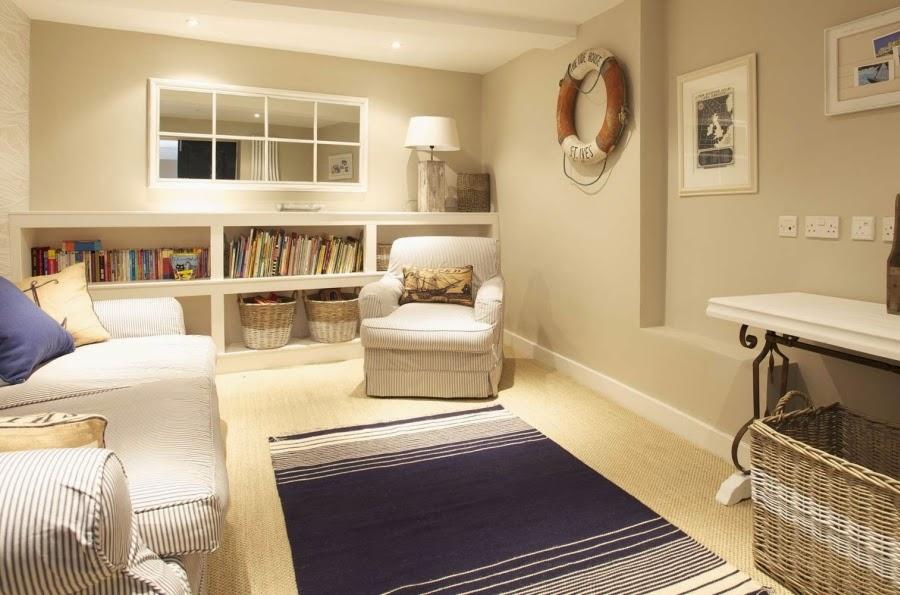 hotel, wnętrza, wystrój wnętrz, styl klasyczny, kamienna ściana, białe wnętrza, salon,