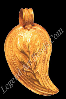 This leaf-shaped pendant, with its curving points, is typical of early Byzantine jewelry.