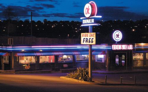 Life food and everything ok diner a1 northbound for 50 s diner exterior