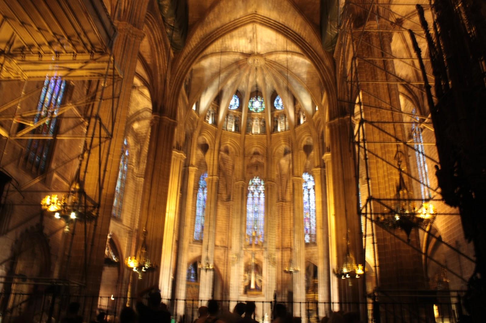 Arte torreherberos la arquitectura g tica en los for Catedral de barcelona interior