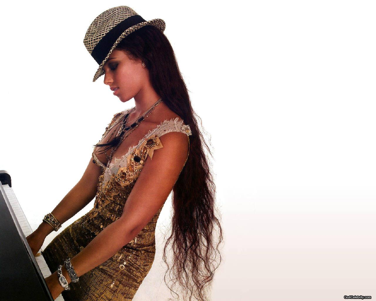 http://2.bp.blogspot.com/-04DUalVIaWw/TscLVu6aRHI/AAAAAAAAAik/34GsQsRhN7o/s1600/alicia-keys-wallpaper-2-713940.jpg