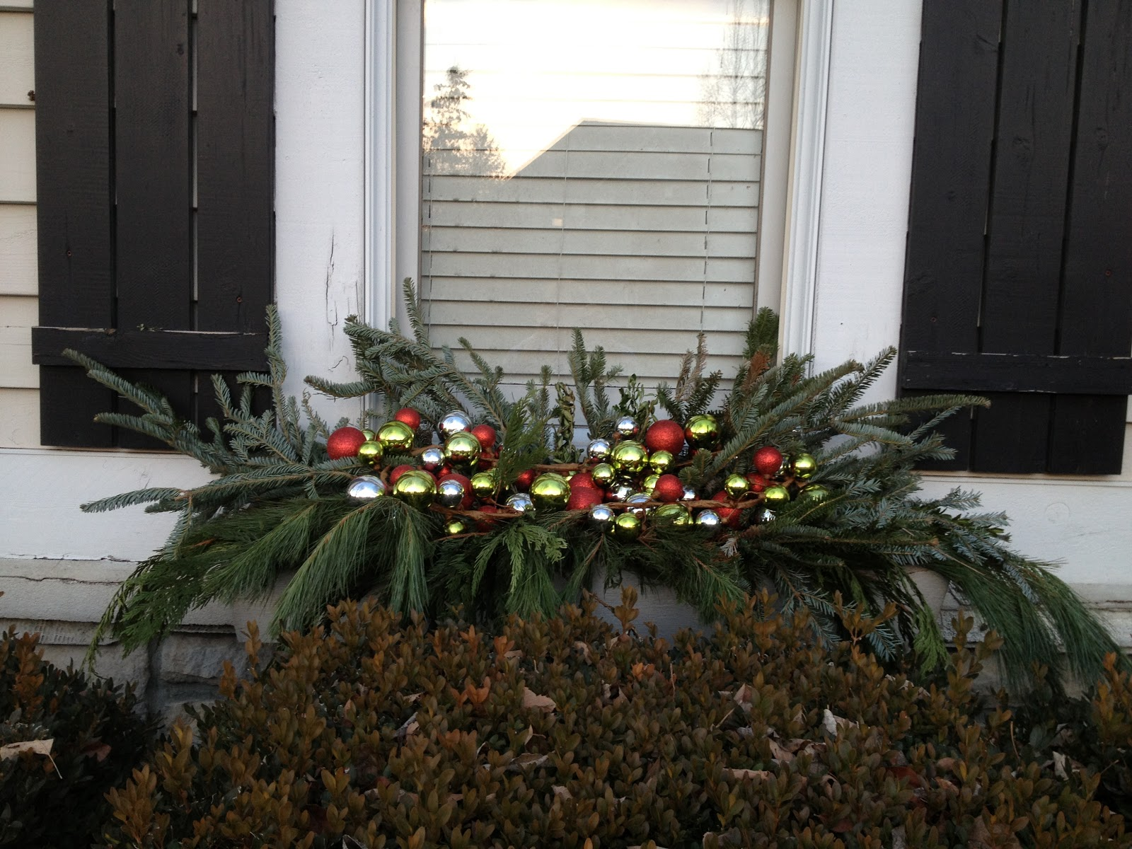 Decor Amore: Christmas Windowbox Decorations