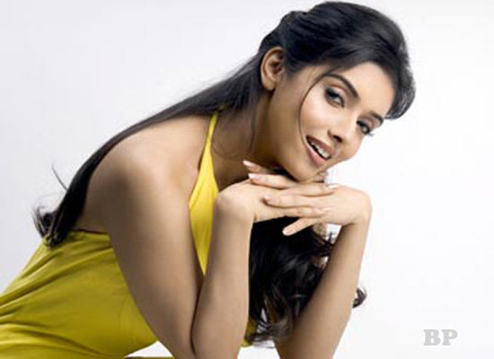 Asin_Thottumkal_Bollywood_1