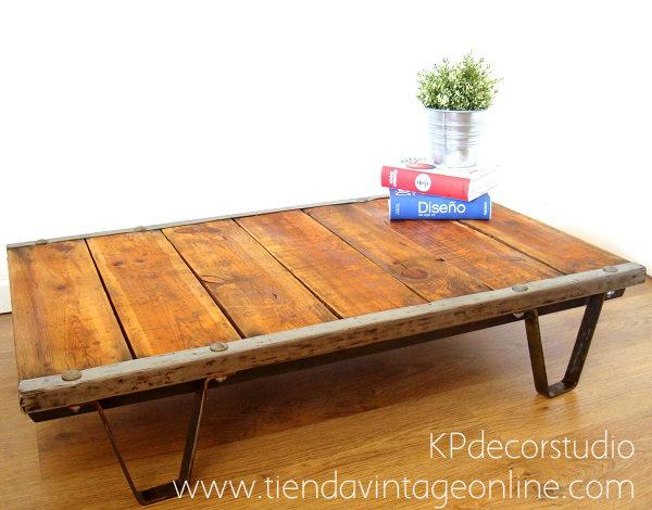 Comprar mesita de centro vintage estilo industrial de madera y metal.