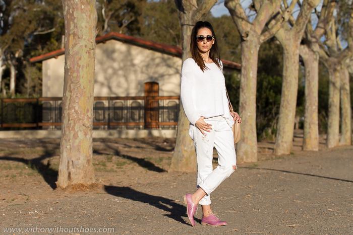 Outfit con prendas blancas de Zara