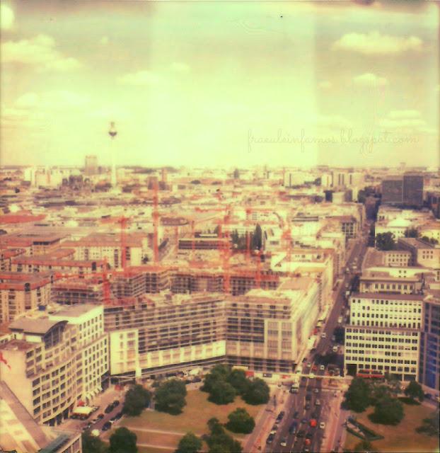 Polaroid SX-70: Berlin, August 2013 - Blick nach Osten vom Dach des Kollhoff-Towers