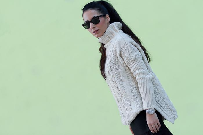 Maxi Jersey de Cuello alto en color hueso y Falda mini con encaje en el bajo Blogger Valencia
