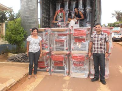 SEMED recebe mobiliário para alunos e professores