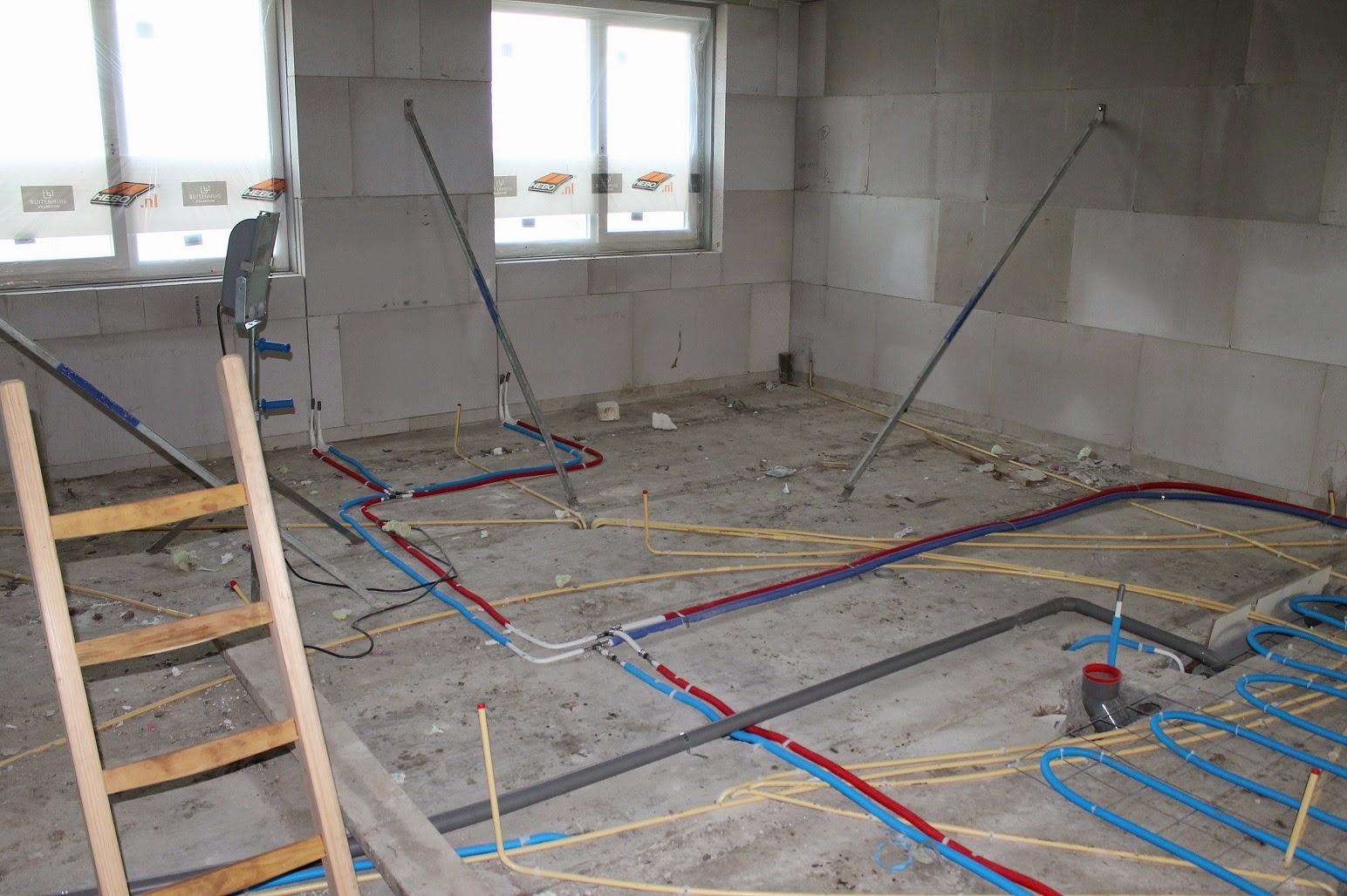 Badkamer Meubel Duravit ~   afvoer voor de radiatoren De grijze leiding op de voorgrond is de