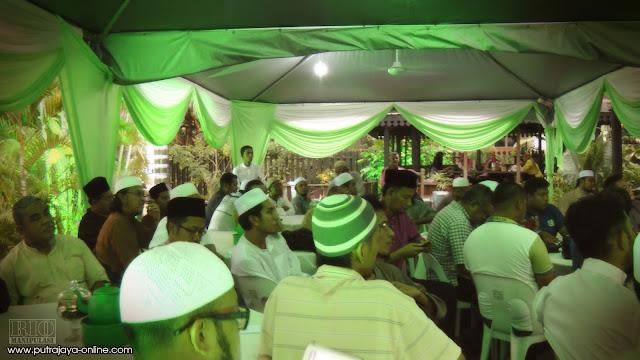 tun-faisal-ismail-aziz-umb-unit-media-baru-pemuda-umno-mukhriz-mahathir-ustaz-fathul-bari