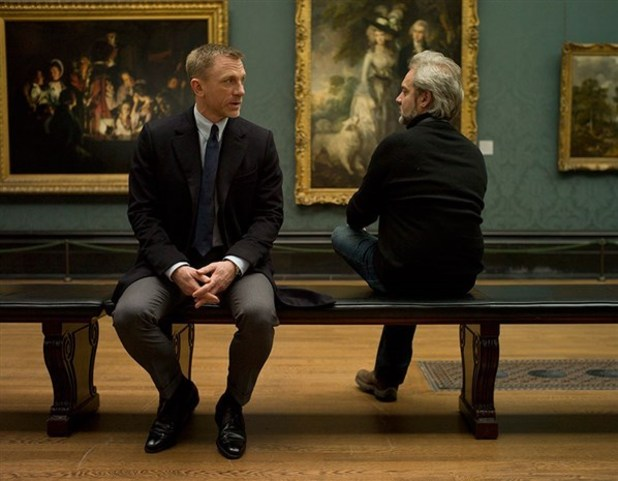 Daniel Craig and director Sam Menzies in Skyfall movieloversreviews.blogspot.com