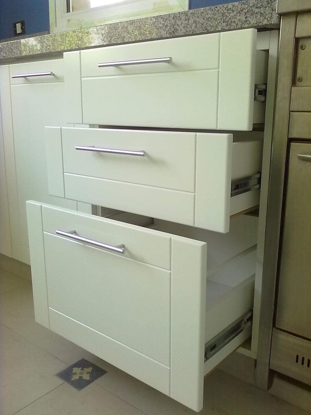 Muebles a medida tandil amoblamiento cocina laqueado blanco - Muebles de cocina blanco ...