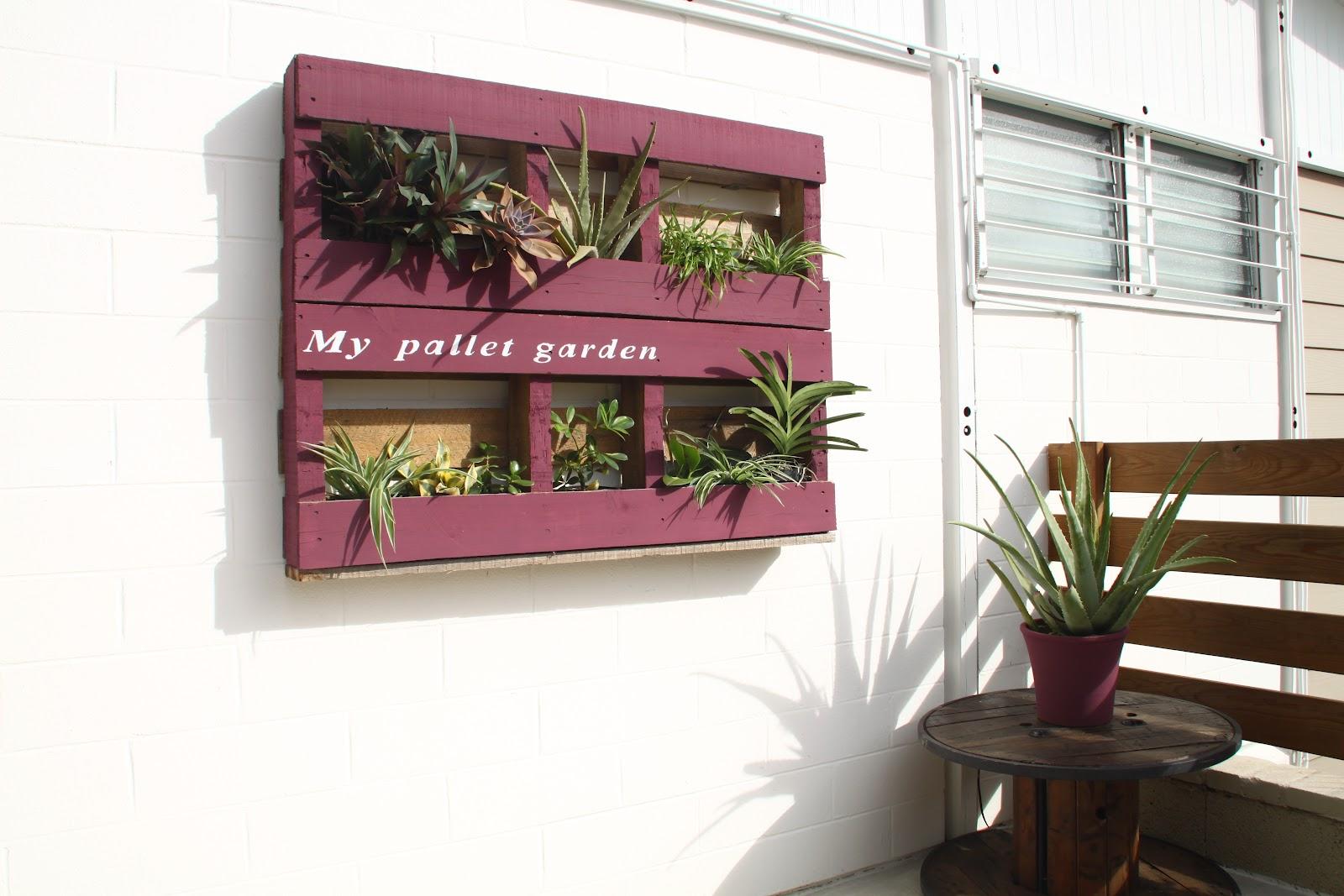 Recup palette un jardin vertical for Idee deco 974