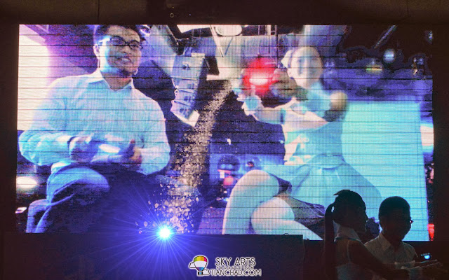 """Popping the champaign through PlayStation 4's """"THE PLAYROOM"""""""