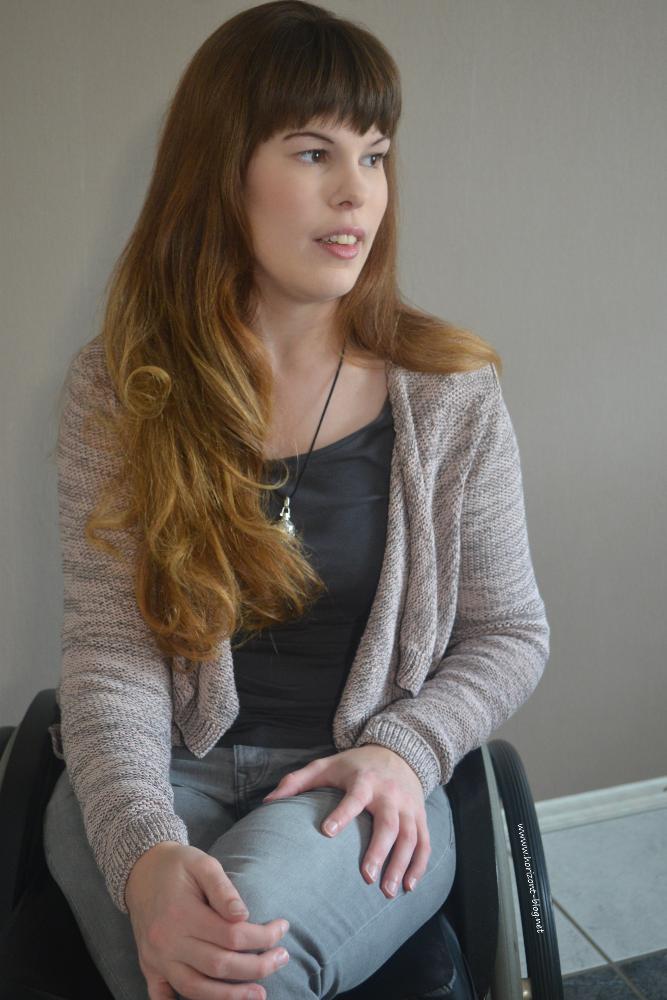 Outfit: Schick in Strick bestehend aus einer Cardigan von Street One, einem Langarmshirt von s. Oliver, einer Jeans von H&M und einer Engelsrufer-Kette