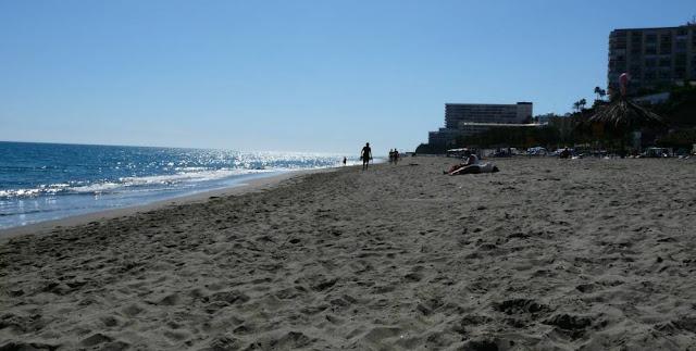 Pusta plaża w Torremolinos
