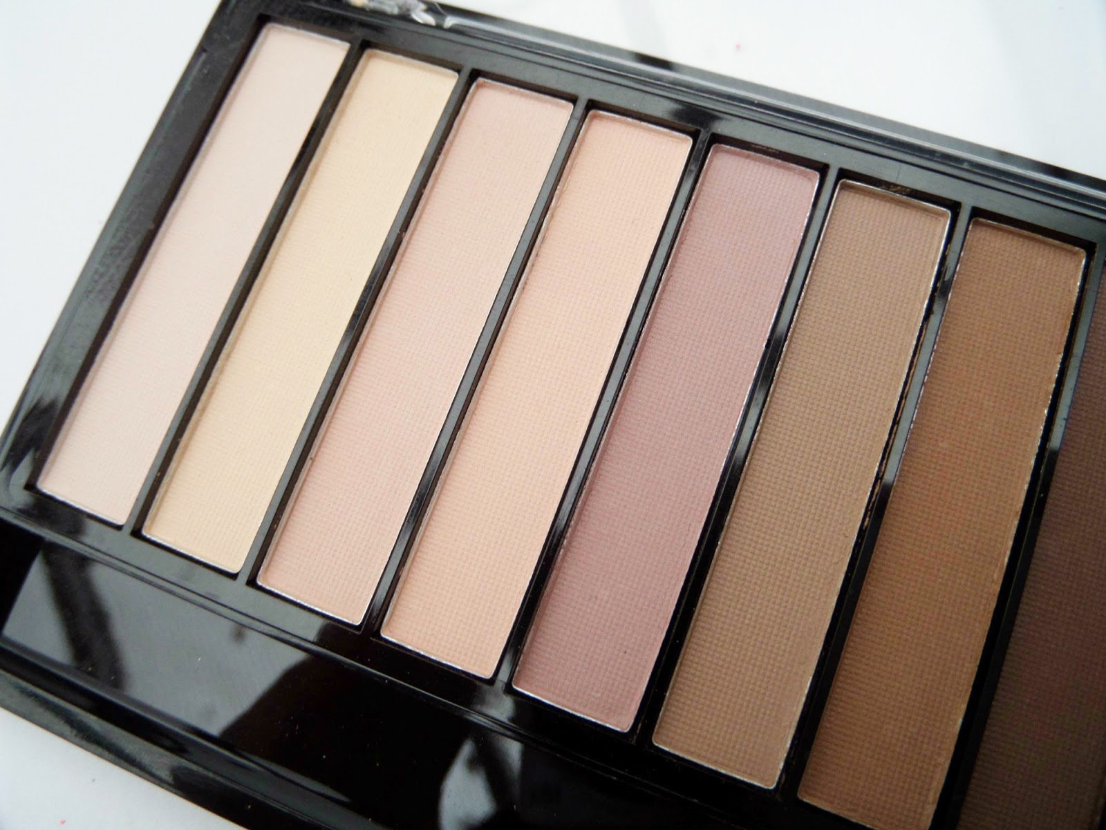 Makeup Revolution Essential Mattes 2 Palette