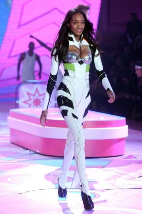 imagenes de modelos con ropa interior - La modelo Marie Helvin posa en ropa interior así de sexy a