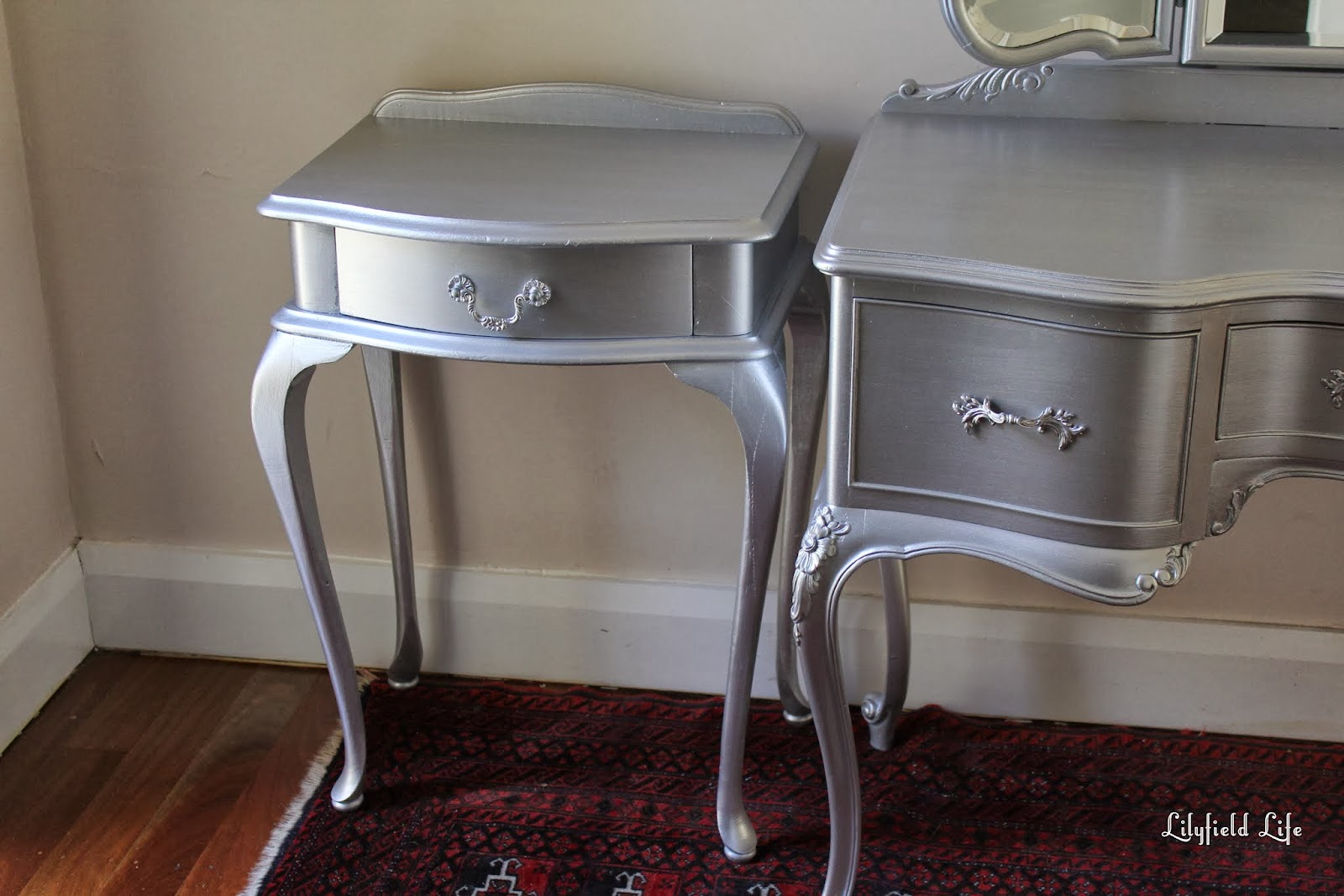 Great Lilyfield Life: Tips On Using Metallic Paint And A Silver Painted Dressing  Table Set