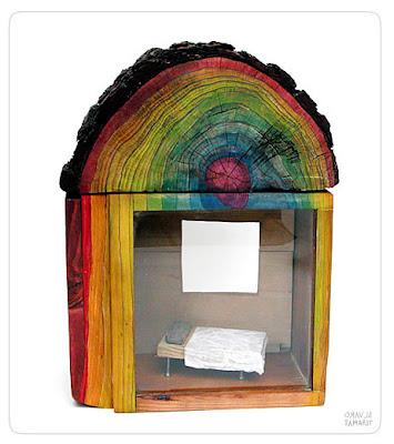 Esculturas con libros y madera