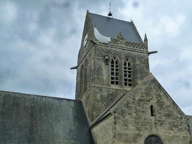 http://www.sainte-mere-eglise.info/en/