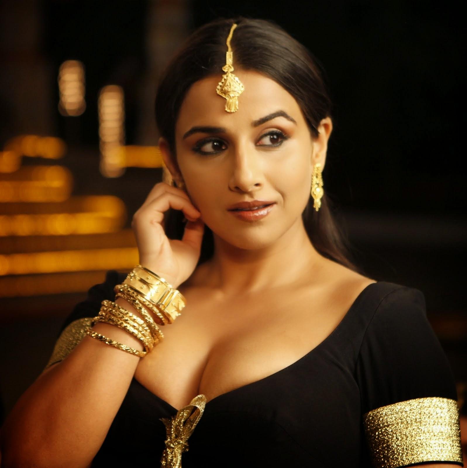 Vidya Balan hot bollywood actress wallpaper