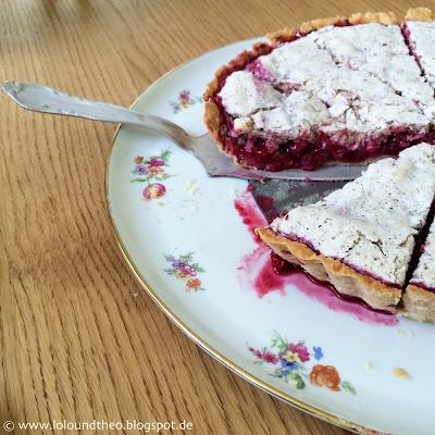 Kuchen / Vintage Kuchenplatte / angeschnittener Kuchen