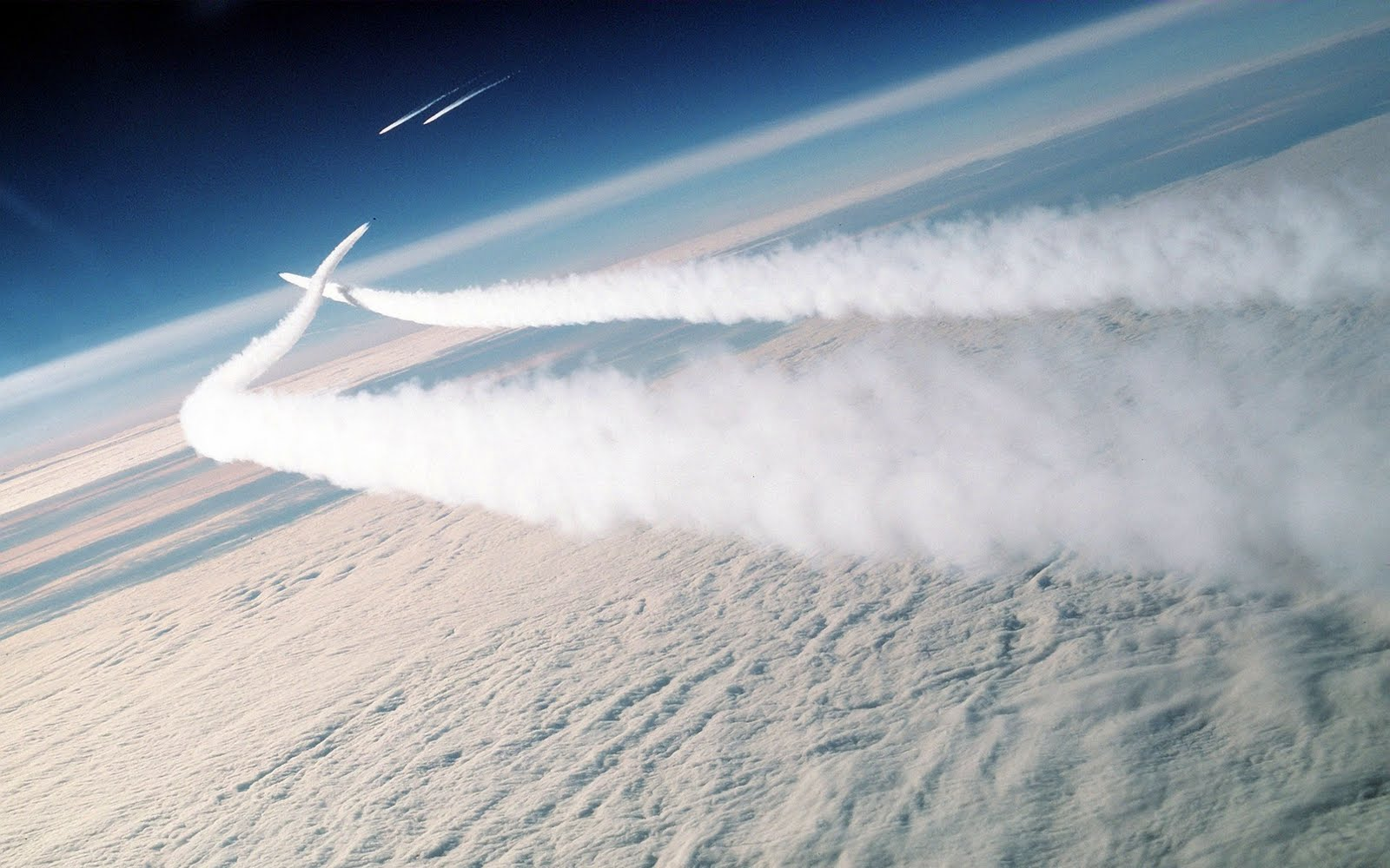 http://2.bp.blogspot.com/-08X3IcOYMAE/TkwgQOSgMnI/AAAAAAAAAAw/rK37X5wkAhQ/s1600/missile_hd-wide.jpg