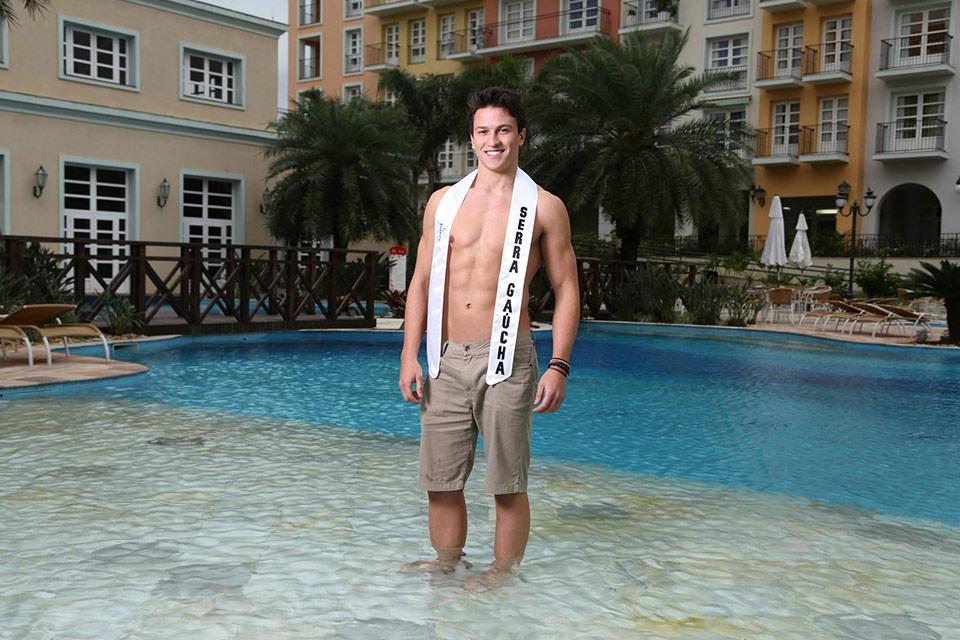 Mister Serra Gaúcha - Lucas Bertuzzo, 21 anos, 1,90 m - Foto: Leonardo Rodrigues