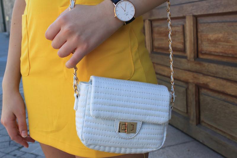 bolso blanco bershka