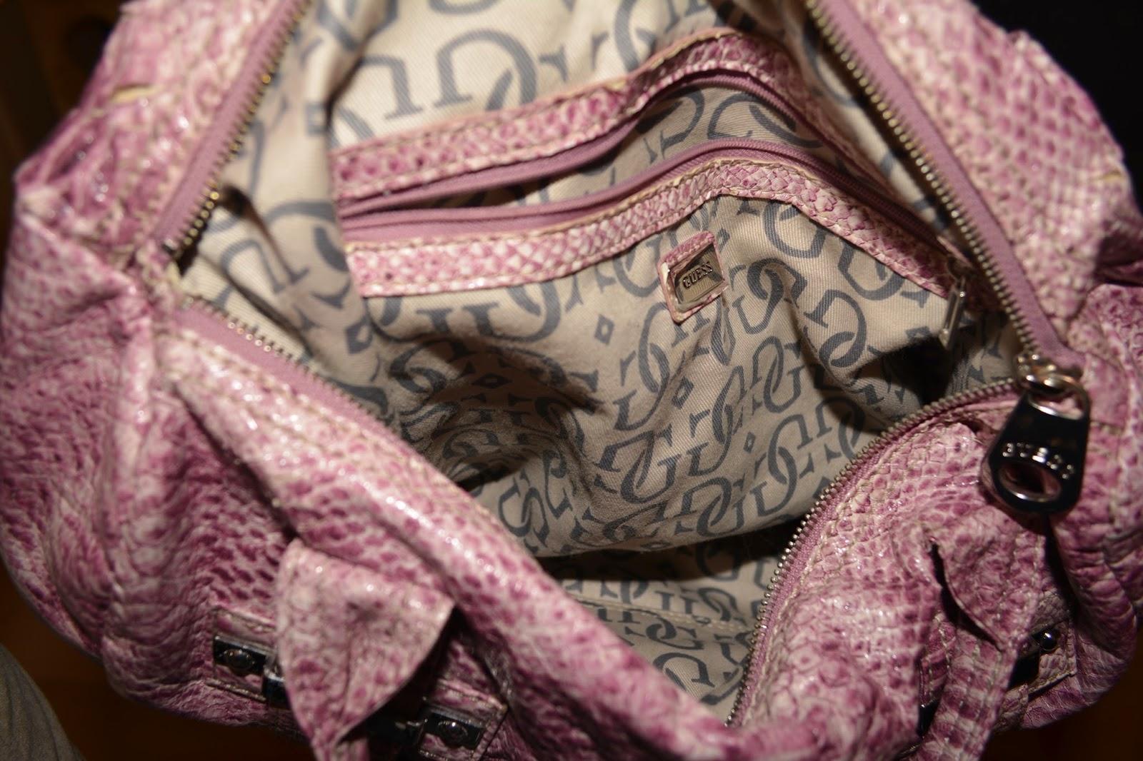 Myynnissä tämä Suomesta ostettu aito Guessin laukku. Ostettu muistaakseni  Aukian liikkeestä fa6b1fb5fb