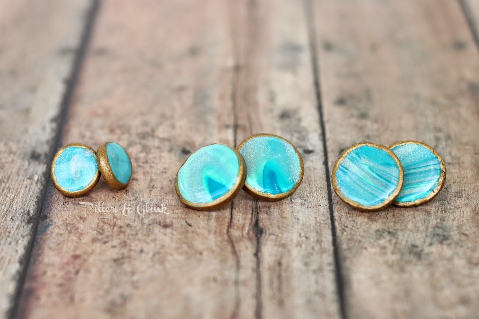 Make beautiful faux agate earrings from polymer clay. pitterandglink.com #diyjewelry #diyearrings #agate