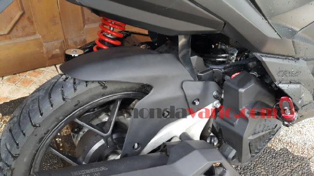 Aksesoris Honda Vario 150 eSP - Spakbor Kolong Roda Belakang terpasang di motor