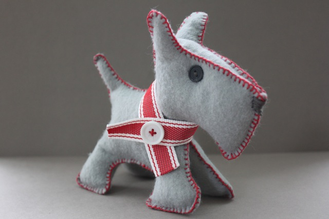 Scotty Dog Felt Pattern http://marissamakes.blogspot.com/2011/02/handmade-heartfelt-puppy-love.html