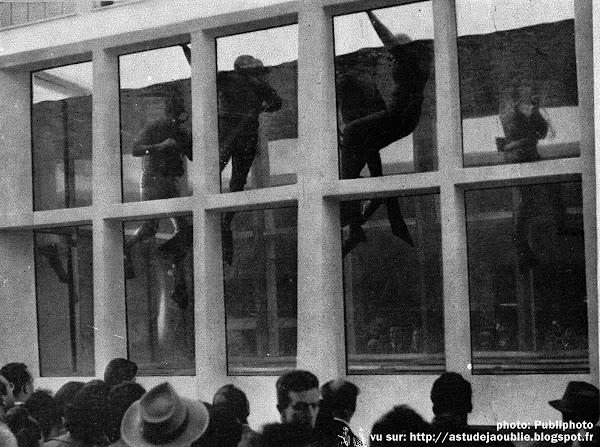 Milan - Piscine en glace Sécurit (Foire de Milan)  Architecte: Roberto Menghi  Ingénieur: Egone Cegnar  Construction: 1955