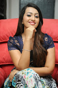 Ester Noronha Photos-thumbnail-18