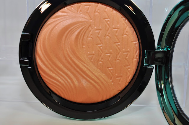 MAC Extra Dimension Bronzer in Delphic