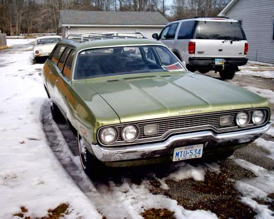Plymouth Satellite Wagon Front on 1971 Dodge Challenger