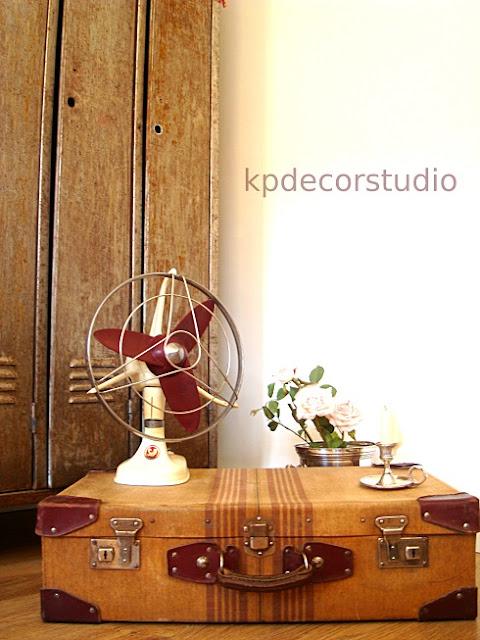 maletas antiguas para decorar el salon, decoracion vintage en comedor, living