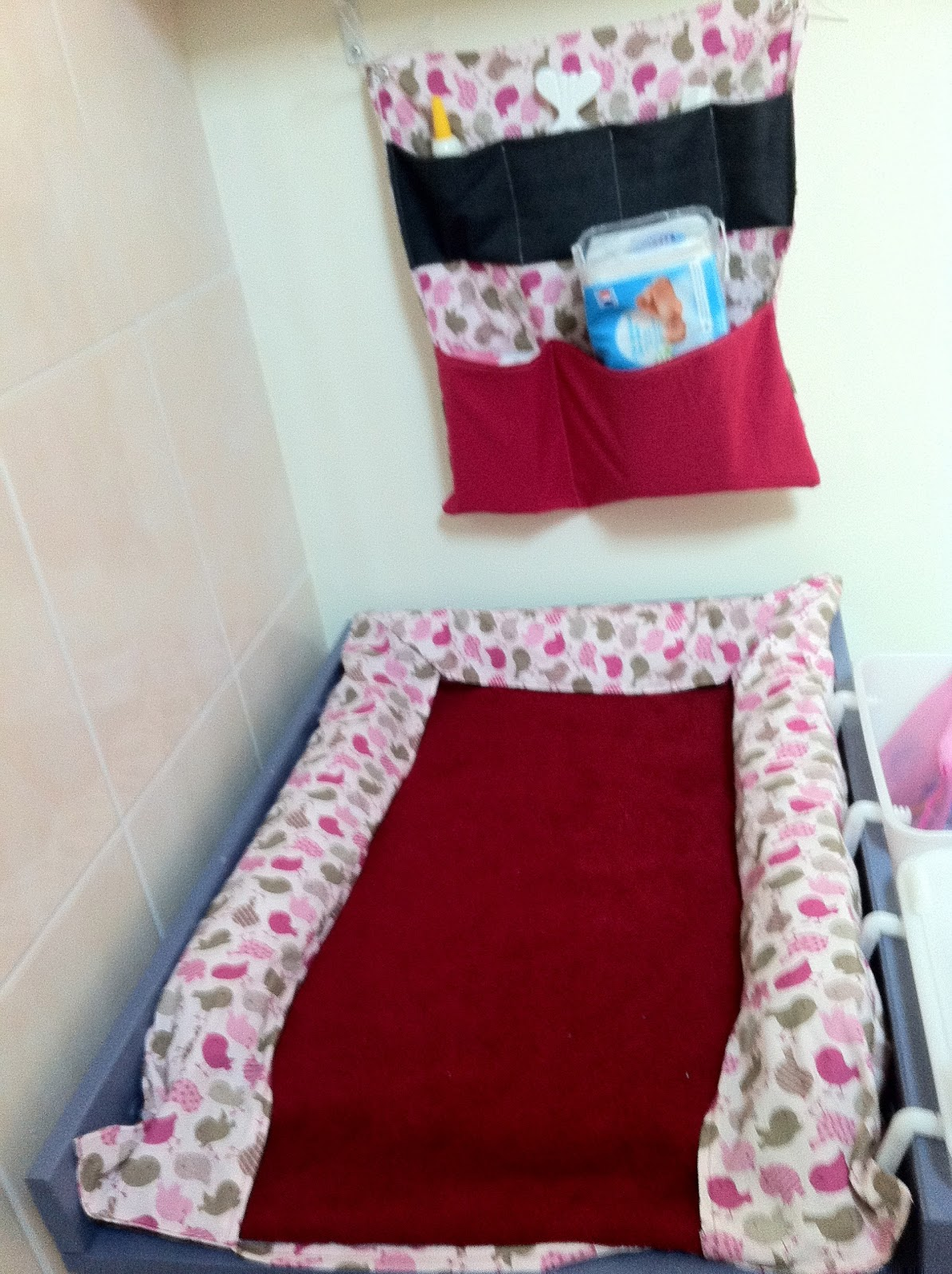 charlotte aux fraises housse de matelas langer tag re en tissu. Black Bedroom Furniture Sets. Home Design Ideas