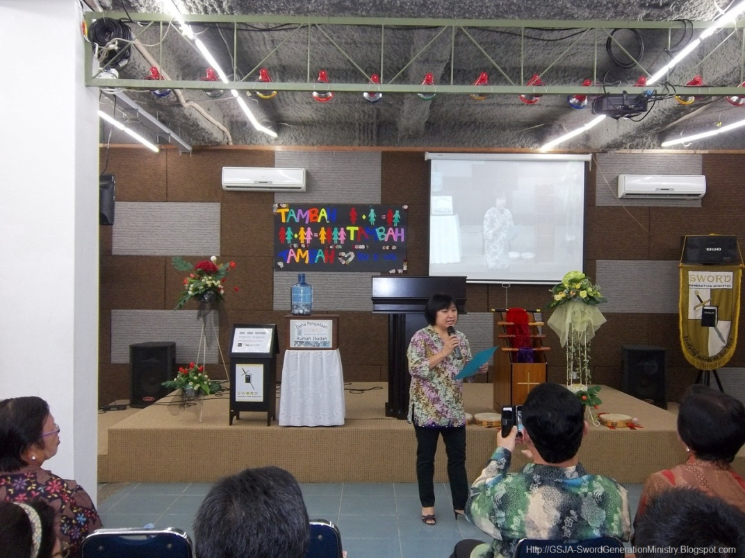 Ibu Leni Harnas Wanita GSJA Sword 2011