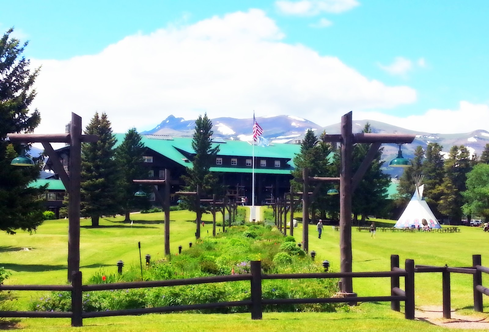 Glacier park inc glacier park lodge celebrates 100 years for Canape lake park